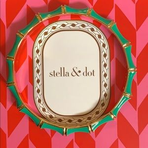 Stella & Dot Gold/Green Bangle